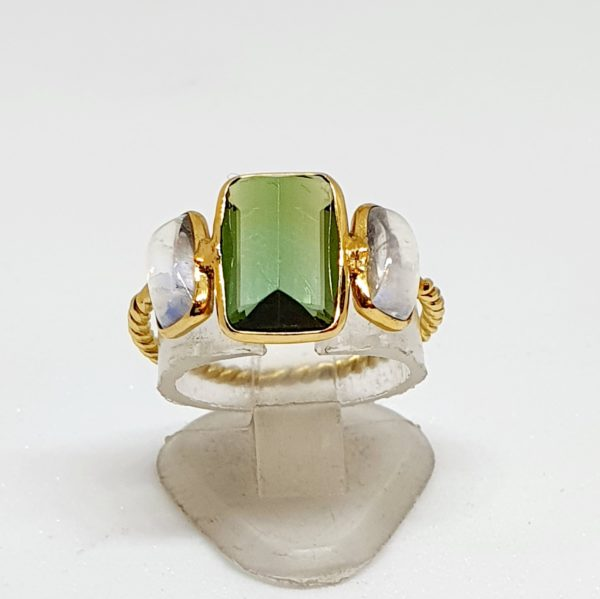 Green Tourmaline Ring With Moonstone In 18Kt Yellow Gold (1.530 Grams)